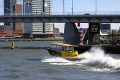 Vattentaxi, Rotterdam Arkivfoto