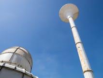 Vattentorn och kylatorn Fotografering för Bildbyråer