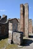 Vattentorn och springbrunn, Pompeii arkeologisk plats, nr Mount Vesuvius, Italien Arkivbilder