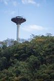 Vattentorn på en bergstopp Arkivfoto