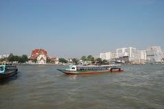 Vattentransport i staden av Bangkok i Thailand royaltyfria bilder