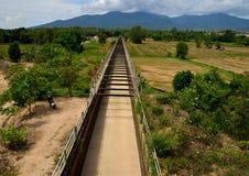 Vattenväg över fältet, Arkivbilder