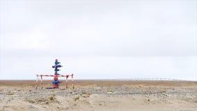 Vattenvattenpost i öknen Brandpost i en ökenlandskapmiljö arkivbild