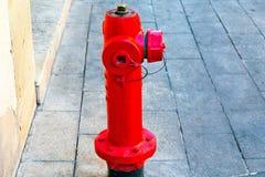 Vattenvattenpost som reserveras för bruket av brandmän arkivbild