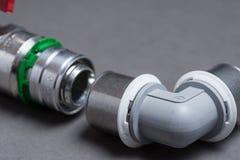 Vattenventiler med monteringar på grå färger Royaltyfria Bilder