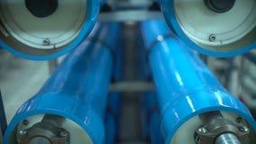 Vattenverk Den moderna automatiserade produktionslinjen stock video
