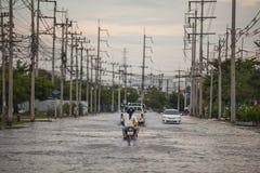 Vattenöversvämningsattack till Amata Nakorn Industrial Estate Royaltyfria Foton