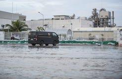 Vattenöversvämningsattack till Amata Nakorn Industrial Estate Arkivbilder