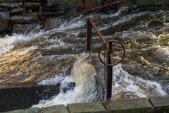 Vatterfall en el río de Molndalr con una cerradura manual Foto de archivo libre de regalías