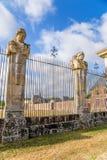 Vaux-le-Vicomte, França A cerca da propriedade com figuras esculpidas Fotos de Stock