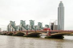 Vauxhall桥梁,伦敦 免版税库存照片