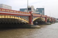 桥梁英国伦敦vauxhall 免版税库存图片
