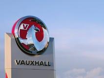 Vauxhall va in automobile il marchio del grifone Fotografia Stock Libera da Diritti