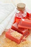 Vax för hårborttagning, handduk och rosolja royaltyfria foton