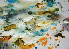 Vaxartade färgstänk för silvrig vattenfärg för pastellgrå färger orange mörk, abstrakt idérik bakgrund Arkivbild
