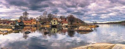 Vaxholm - 2017年4月07日:Vaxholm, Swed镇的全景  库存图片