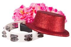 Vaya de fiesta el sombrero, la pandereta y los accesorios del carnaval aislados en el fondo blanco Fotografía de archivo libre de regalías