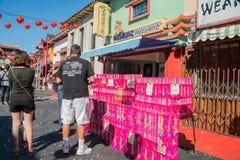 Vaya de fiesta el tostador de palomitas de maíz que vende durante el Año Nuevo chino de la ciudad de China Fotos de archivo