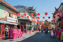 Vaya de fiesta el tostador de palomitas de maíz que vende durante el Año Nuevo chino de la ciudad de China Foto de archivo