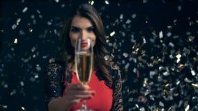 Vaya de fiesta, las bebidas, los días de fiesta y concepto de la celebración almacen de video