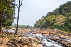Vazhachal nedgångar placeras i Athirappilly Panchayath av det Thrissur området i Kerala på sydvästkusten av Indien royaltyfria bilder