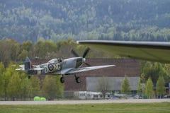vb supermarine spitfire mk XVI (airshow) Стоковое фото RF