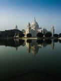 Vctoriagedenkteken, Kolkata, India - bezinning over water. Stock Fotografie