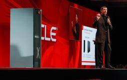 vd:n av Oracle Larry Ellison gör hans presentation Fotografering för Bildbyråer