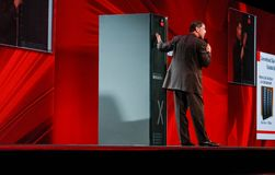 vd:n av Oracle Larry Ellison gör hans presentation Arkivfoto