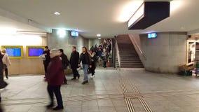 vídeo de 4K UHD de pasajeros en la estación de tren de Berna metrajes