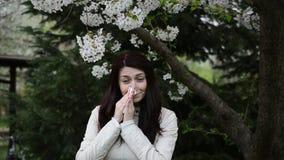 Vídeo de la alergia de la primavera con el sonido metrajes