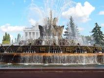 VDNH, exposition des accomplissements, Moscou Fleur en pierre de fontaine (1954) Septembre 2014 Photo stock