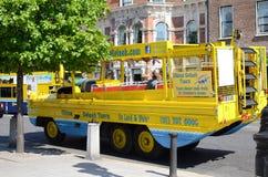 Veículo anfíbio em Dublin, Irlanda fotografia de stock royalty free