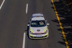 Veículo branco da polícia de trânsito   Imagens de Stock