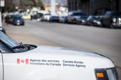 Veículo da agência de serviços da beira de Canadá com seu loog em montreal do centro Igualmente sabido como CBSA, a agência refor imagens de stock royalty free