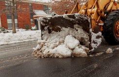 Veículo da remoção de neve que remove a neve foto de stock royalty free