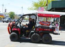 Veículo de socorro de FDNY EMS em Brooklyn, NY imagens de stock