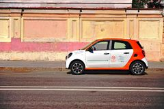 Veículo do serviço do Carsharing estacionado na rua Imagens de Stock