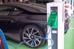 Veículo elétrico - estação de carregamento de EV foto de stock
