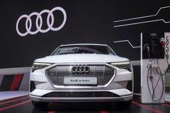 Veículo eletrônico de Audi e-Tron GT para o carro de salvaguarda do conceito do ambiente na exposição na 40th exposição automóvel imagem de stock