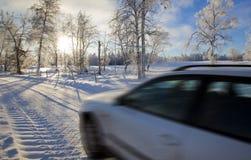 Veículo na aleia nevado Foto de Stock