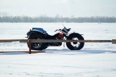 Veículo todo-terreno caseiro no inverno imagens de stock