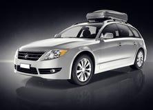 Veículo utilitário de esporte de prata no fundo preto Foto de Stock