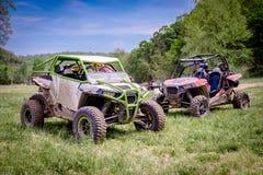 Veículos de Muddy Off Road 4x4 de lado a lado fotografia de stock royalty free