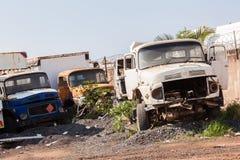 Veículos dos caminhões destruídos abandonados Fotografia de Stock