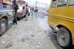 Veículos e fumo. fotos de stock