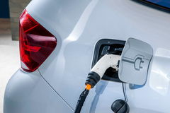 Veículos elétricos e estações de carregamento do veículo elétrico Imagem de Stock Royalty Free