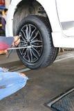 Veículos rodados reparados mecânico Fotografia de Stock Royalty Free