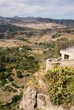 Vea abajo del rockface escarpado al valle en Ronda Imágenes de archivo libres de regalías