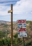 Vea abajo del rockface escarpado al valle en Ronda Imagen de archivo